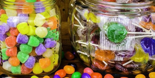 Alimentation de l`enfant : attention aux bonbons