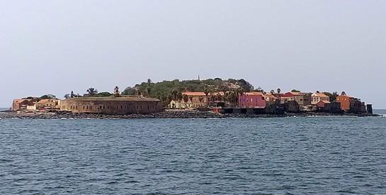 A la découverte de l`île de Gorée, tout sur la mémoire de la traite négrière en Afrique