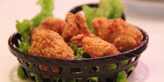 Ne pas laver la viande de poulet crue serait plus sain