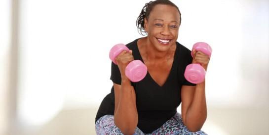 Relâchement des bras: voici un exercice pour des bras fermes