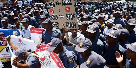 En Afrique du Sud, la police défile contre les violences faites aux femmes