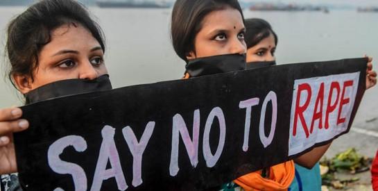 En Inde, le viol collectif suivi du meurtre d'une jeune femme révolte la population