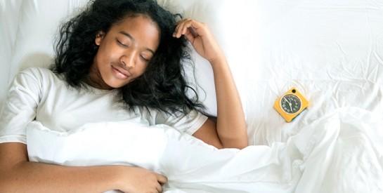 Dormir trop ou trop peu augmente vos risques d`infarctus et d`AVC