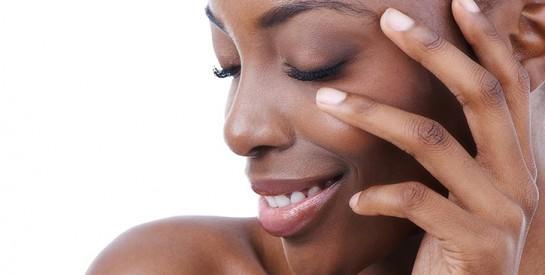Comment camoufler les boutons, l`acné avec du maquillage