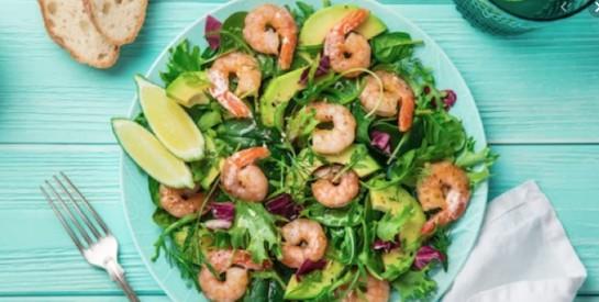 Faites-vous du bien avec cette salade detox aux crevettes