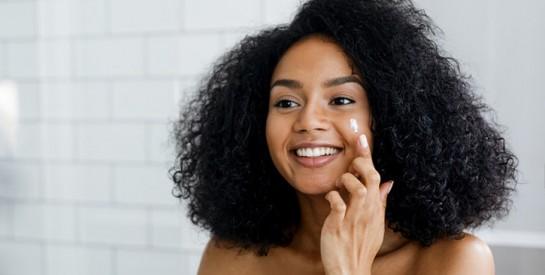 Masque et exfoliant contre l`acné, les boutons et les cellules mortes