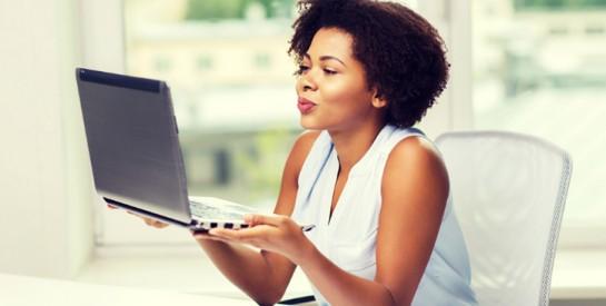 ``Travailler à distance est bien plus fatigant`` : pourquoi aller au bureau nous manque pendant le confinement