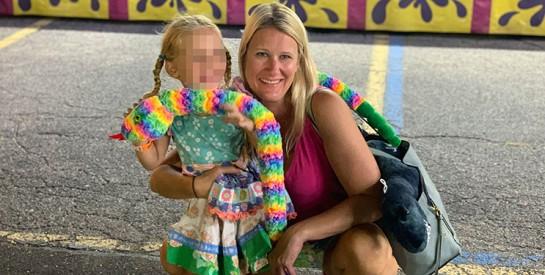 Une femme docteur qui se bat contre le Covid-19, perd la garde de sa fille de 4 ans