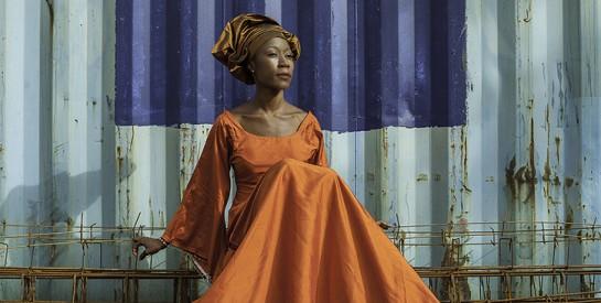 La chanteuse Rokia Traoré prend la fuite au Mali en dépit d'une interdiction de quitter la France