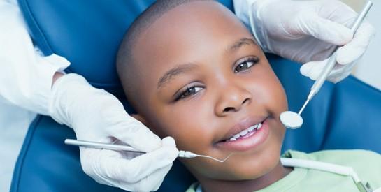 Évitez de nourrir les peurs de l`enfant avant son rendez vous chez le dentiste ou chez l`orthodontiste : quelques conseils pratiques