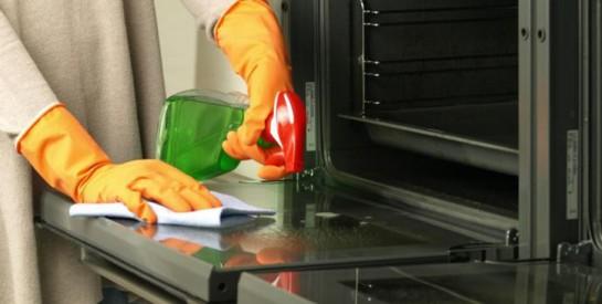 Astuce simple pour nettoyer votre four
