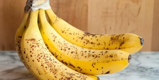 Ces petits fils ennuyeux sur les bananes réduisent vos chances d'avoir le cancer