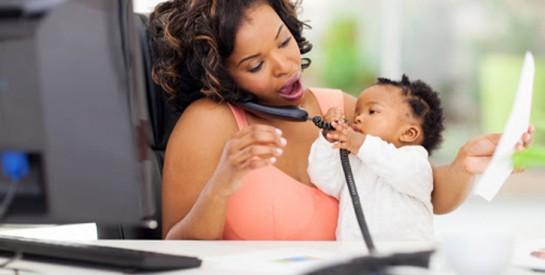 Virée car ses enfants faisaient trop de bruit quand elle travaillait à la maison