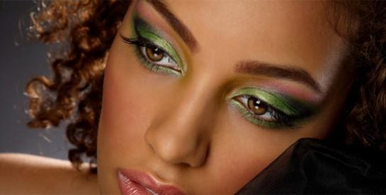 Comment appliquer un maquillage des yeux avec des paillettes