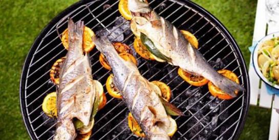 Comment faire pour que le poisson ne colle pas sur la grille?
