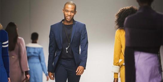 """Qui est Thebe Magugu, créateur prodige de la """"mode africaine"""" ?"""