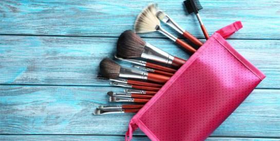 Top astuce pour nettoyer vos pinceaux de maquillage naturellement