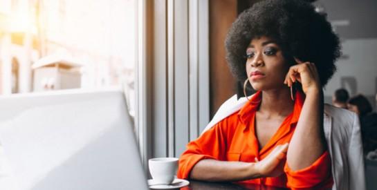 Les cheveux crépus des femmes noires seraient un frein à leur embauche