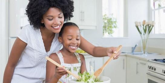 Apprenez à votre enfant comment bien manger (et aimer ça !)