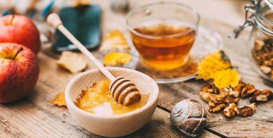 4 soins naturels au miel pour lutter contre l'acné et ses cicatrices
