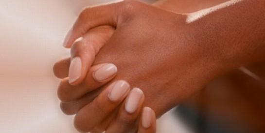Mains sèches: soin naturel apaisant pour retrouver douceur et souplesse