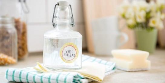 3 usages du vinaigre blanc pour des cheveux propres et brillants