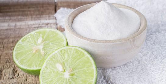 Le bicarbonate: une solution naturelle et efficace contre les ongles jaunes et épais