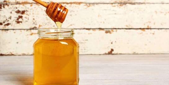 Le miel: 2 solutions pour activer la pousse des cheveux