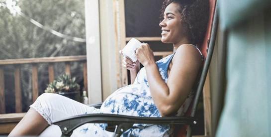 Grossesse: 3 solutions pour soulager les pieds enflés