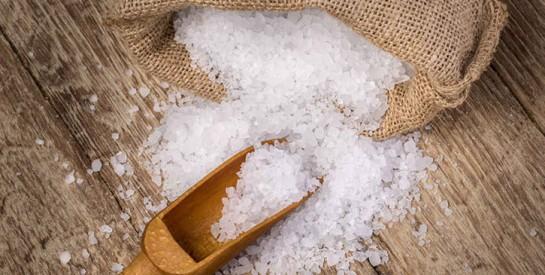 4 remèdes au sel marin pour en finir avec les boutons