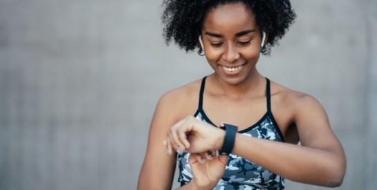 À quel bras une femme porte-t-elle sa montre ?
