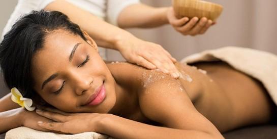 Comment faire un gommage du corps sans agresser sa peau ?