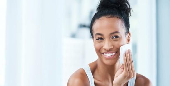 3 soins faits maison pour les peaux grasses