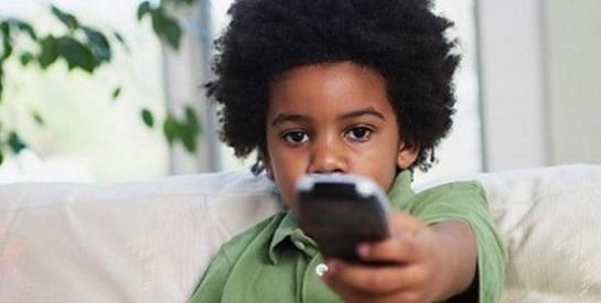 Votre enfant dit des gros mots, comment réagir ?